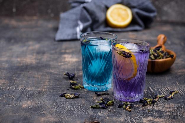 Tè freddo blu e viola butterfly pea