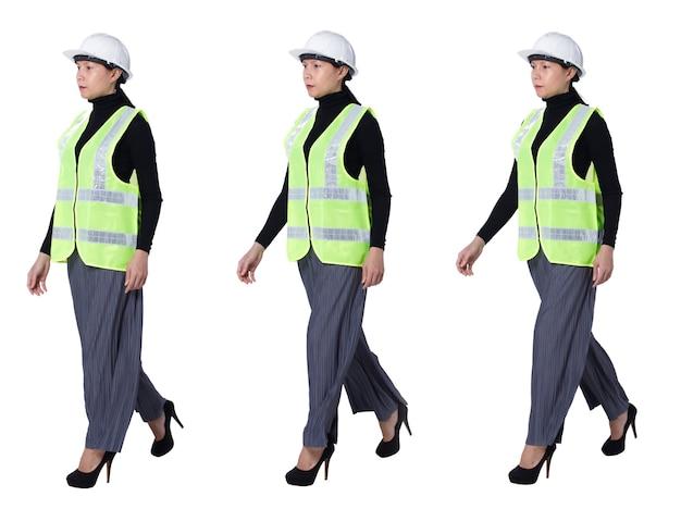 Collage a figura intera che cammina di 40 anni '50 asiatiche lgbtqia+ donna ingegnere indossa un elmetto di sicurezza. la femmina cammina sul lato destro e controlla il cantiere su sfondo bianco isolato