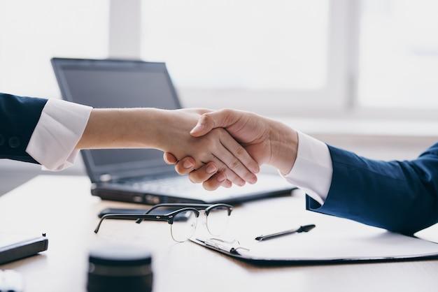 Colleghi affari affari lavoro di squadra comunicazione tecnologie finanziarie
