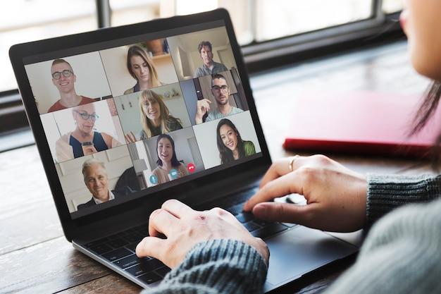 Colleghi in videoconferenza durante la pandemia di coronavirus