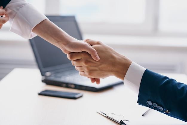 Colleghi lavoro d'ufficio finanza lavoro comunicazione professionisti