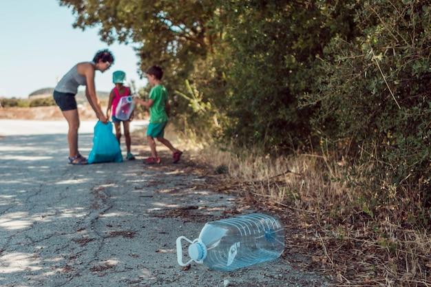 Raccolta dei rifiuti nel parco