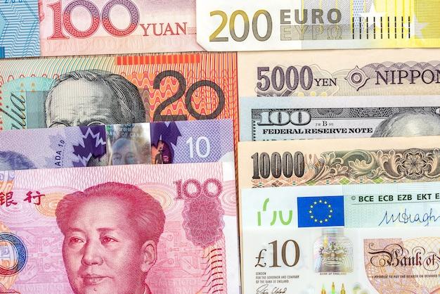 Raccolta di denaro da diversi paesi nelle vicinanze