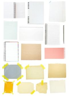 Raccolta di vecchia carta per appunti su priorità bassa bianca.