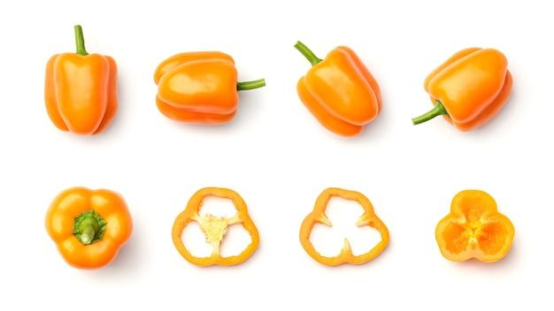 Raccolta di peperoni arancioni isolati