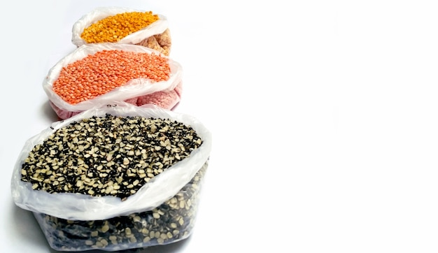 Raccolta di vari semi sani in grammo nero, lenticchie rosse, masoor dal, ceci spaccati, toor dal
