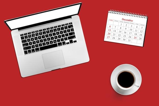 Color desktop con computer, caffè e calendario per il 25 dicembre