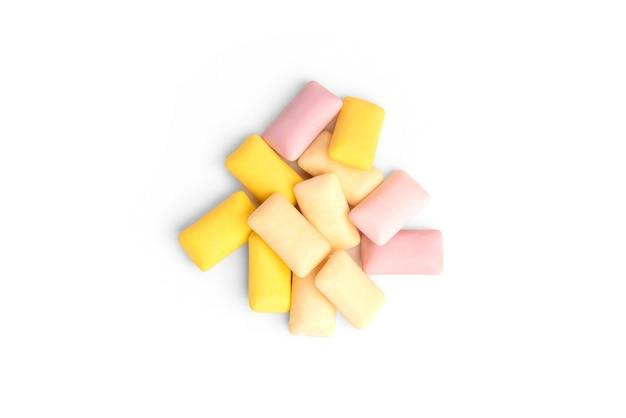 Gomma di frutta di colore isolata su bianco