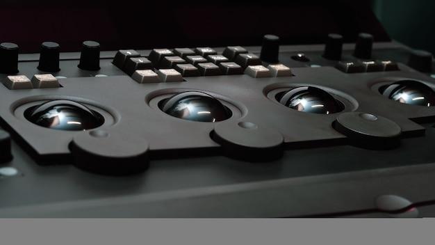 Pannelli e apparecchiature per la gradazione del coloremacchina di controllo telecine per il trasferimento di pellicole cinematografiche