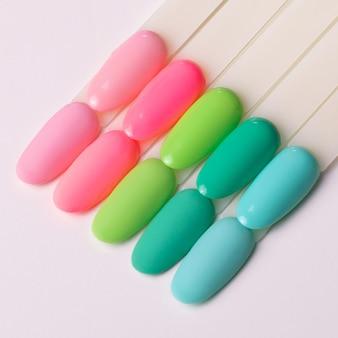 Tavolozze di colori per manicure e pedicure