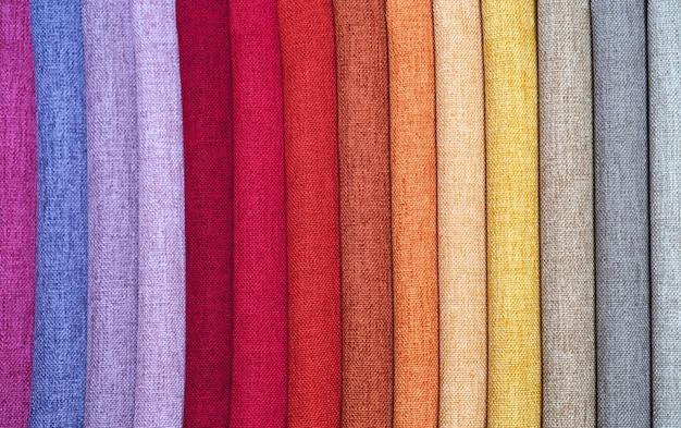 Campioni di colore di tessuto per tende o cucito.