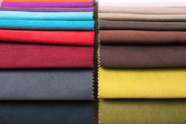 Campioni di colore del tessuto di rivestimento in assortimento. vista dall'alto.