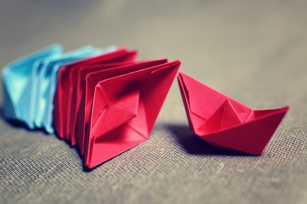 Barchette di carta colorata