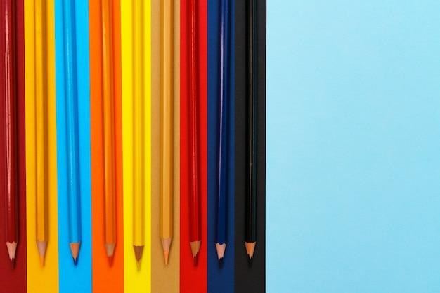 Matite colorate close up matite colorate per bambini in età prescolare e scolare cancelleria per bambini p...