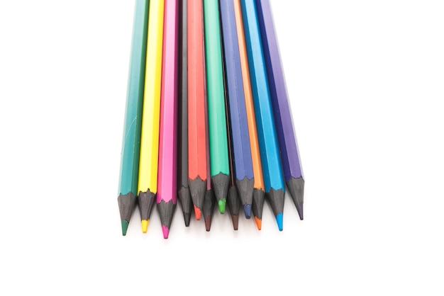 Matite di plastica colorate isolate su sfondo bianco