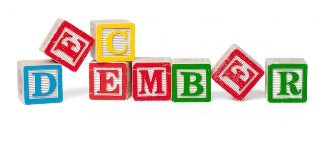 Blocchi alfabeto colorato. parola dicembre isolata