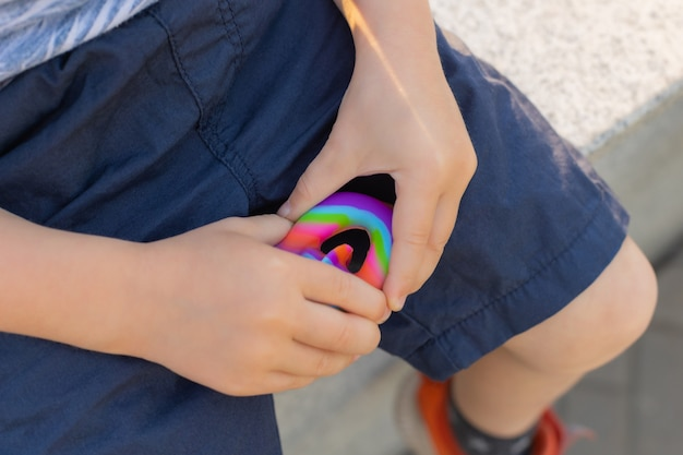 Colorato antistress sensoriale fidget push pop it nelle mani dei bambini antistress trendy pop it toy arcobaleno sensoriale fidget nuovi snappers giocattolo in silicone alla moda