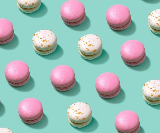 Composizione variopinta nel modello del macaron o del maccherone del dolce