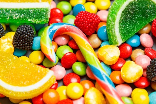 Caramelle colorate, gelatina e marmellata