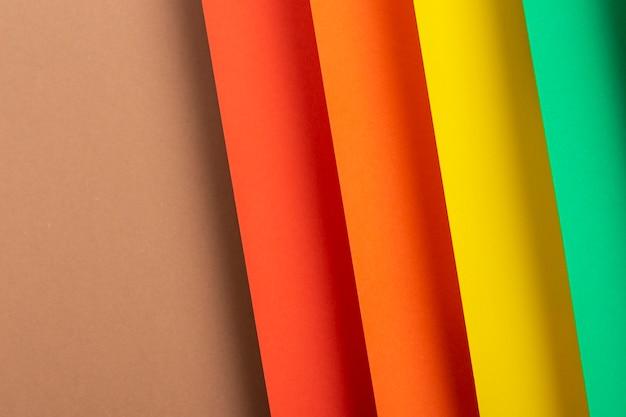 Design colorato del materiale cartaceo piegato. vista dall'alto, piatto.