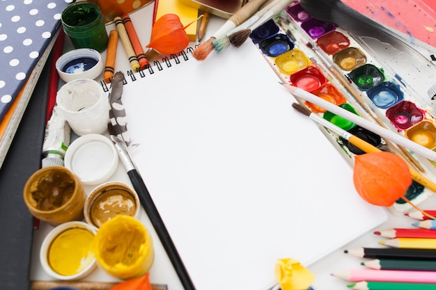 Cornice colorata per forniture da disegno per album da disegno vuoto