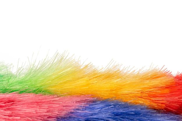 Pennello per polvere colorato isolato su sfondo bianco
