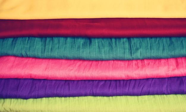 Tessuti colorati per l'industria tessile