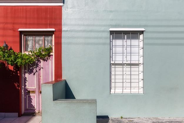 Facciate colorate di vecchie case nella zona di bo kaap, cape town