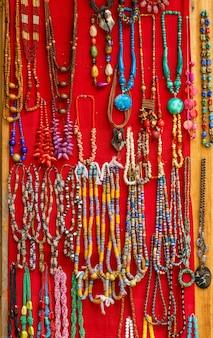 Souvenir colorati in stile ghana per la decorazione