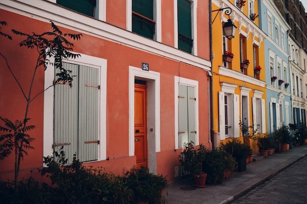 Esterno casa colorata
