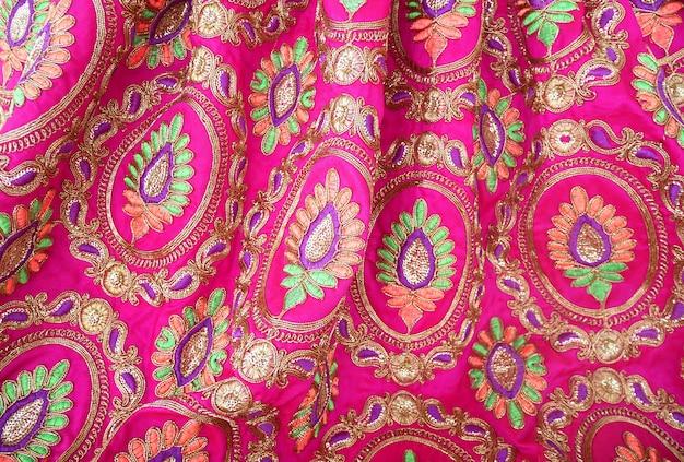 Ricamo in tessuto tessile indiano colorato
