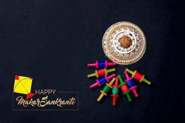 Aquilone colorato con stringa festival indiano makar sankranti concetto