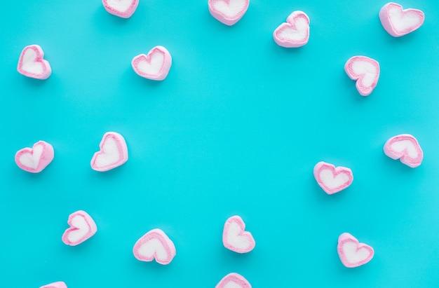 Marshmallow colorato a forma di cuore