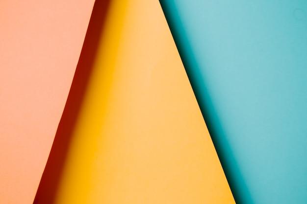 Sfondo colorato e minimalista con colori pastello rosa, giallo, blu e arancione copia spazio e design moderno
