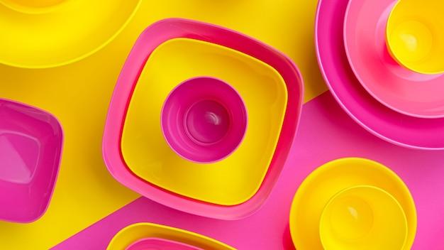Secchio di vernice colorata. vista dall'alto