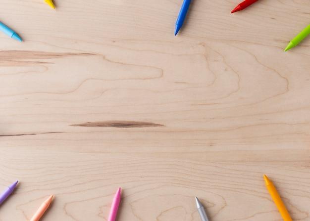 Concetto di matite colorate con spazio di copia