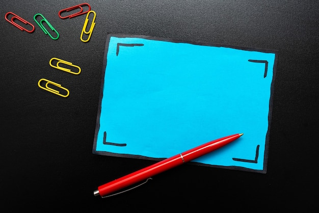 Prospettiva colorata, pensiero positivo, idee creative, ispirazione, contemplazione allegra, brillante