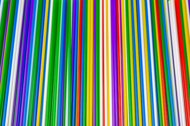 Sfondo colorato tubuli di plastica. vista dall'alto.
