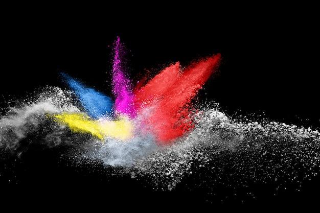 Esplosione di polvere colorata su sfondo nero