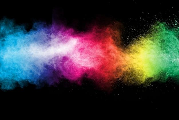 Esplosione di polvere colorata sul nero