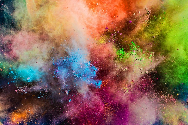 Polvere colorata che spruzza nell'aria.