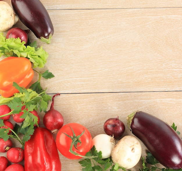 Cornice vegetale colorata
