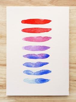 Macchie colorate di acquerello su carta bianca. set di strisce di pennello acquerello. tratti d'inchiostro. pennellata tipo piatto. avvicinamento.
