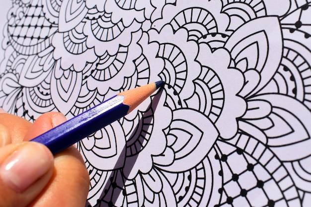 Modello da colorare con matita blu