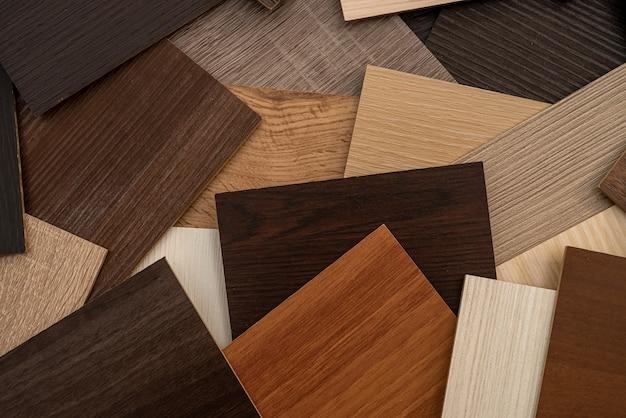 Campionatore premium in legno di colore per la progettazione di appartamenti moderni