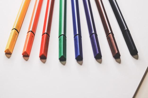 Pennarelli colorati per disegnare, primo piano