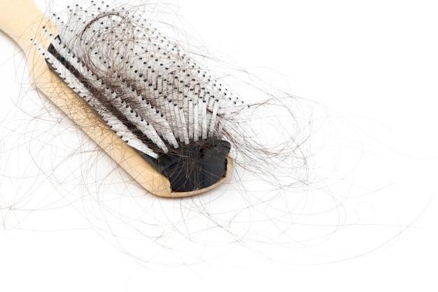 Pettinare con il problema della perdita di capelli