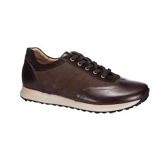 Scarpe in pelle combinate, scarpe da ginnastica in pelle e camoscio marrone isolate su superficie bianca