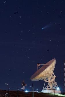 Registrazione cometa neowise cf durante luglio fotografia scattata dall'osservatorio della radio astronomica di sicaya