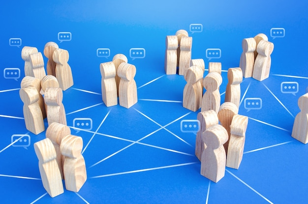 I gruppi di persone comunicanti sono collegati da linee.